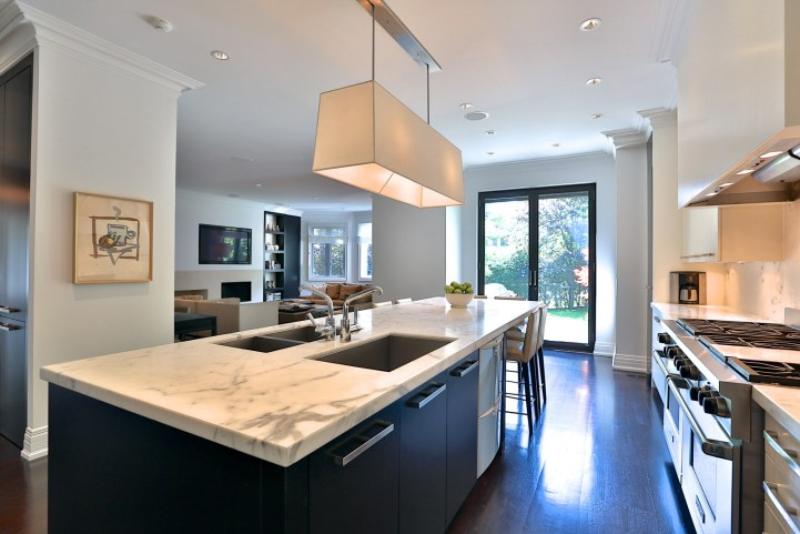 157 South Drive - Kitchen Behind Island