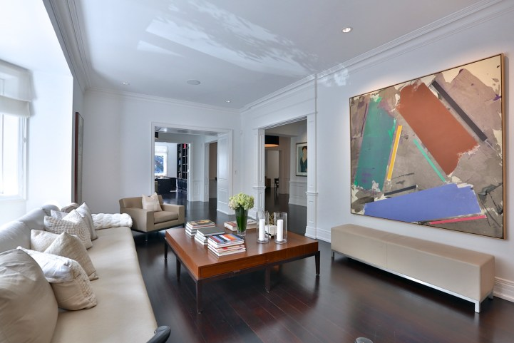 157 South Drive - Living Room