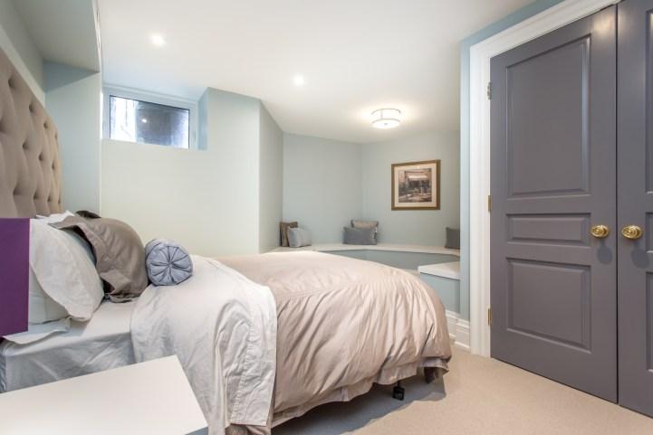 181 Crescent Road - Basement Room w:Built-In
