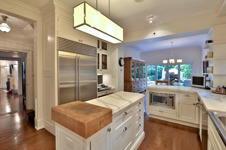 230 Russel Hill Rd - Kitchen Island