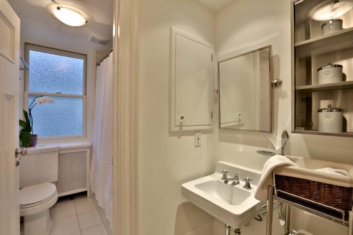 230 Russel Hill Rd - Small Bathroom