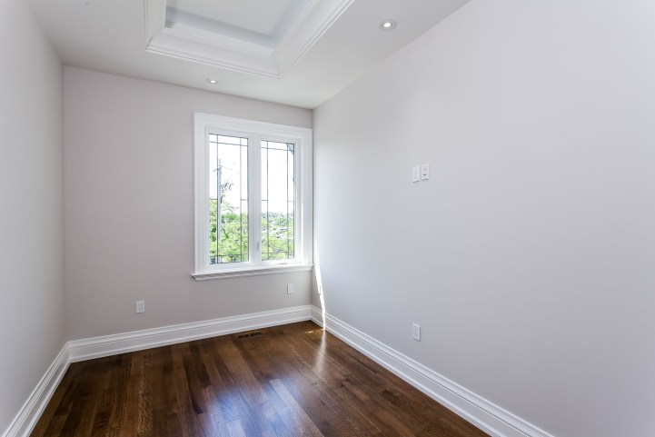 390 Brookdale Avenue - Bedroom with small window