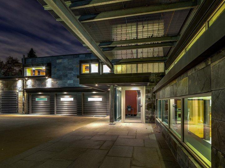 421 The Kingsway - Exterior Garage
