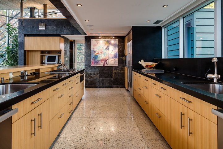 421 The Kingsway - Kitchen Pass