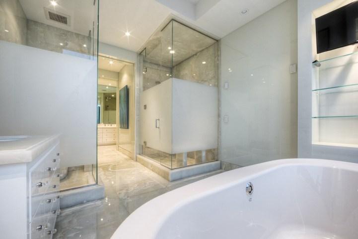 #5002 - 50 Yorkville Avenue - Bathroom Master