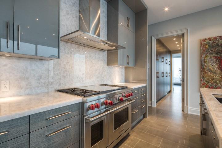 #5002 - 50 Yorkville Avenue - Kitchen Stove