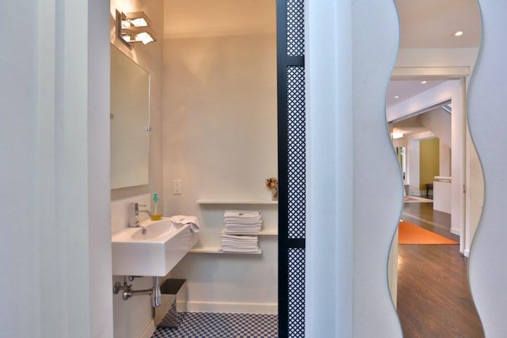 91 Crescent Road - Small Bathroom