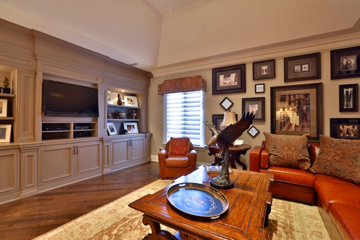 12 The Bridle Path - Family Seating Area