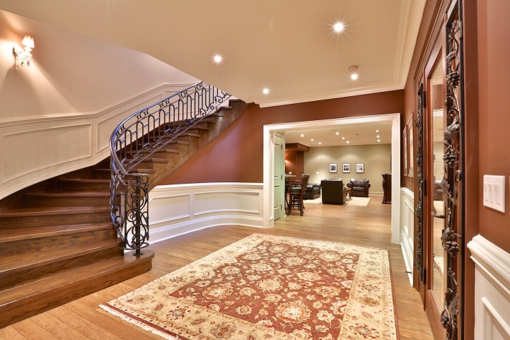 12 The Bridle Path - Lower Level Landing