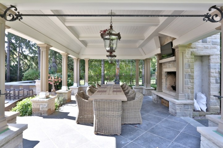 12 The Bridle Path - Outdoor Dining Room
