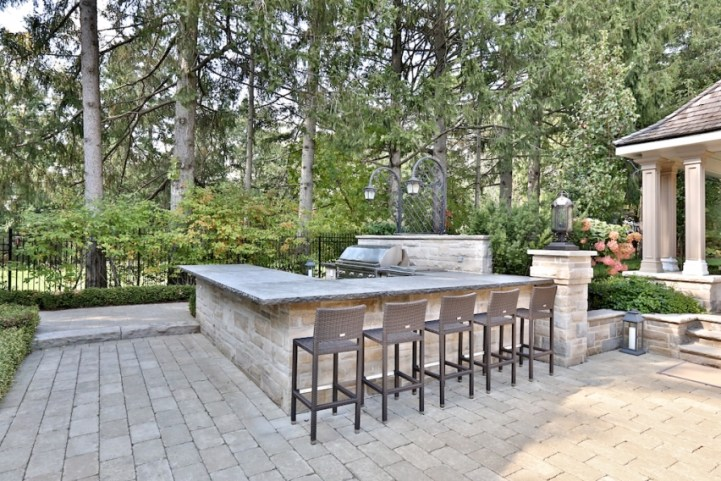 12 The Bridle Path - Outdoor Kitchen Bar