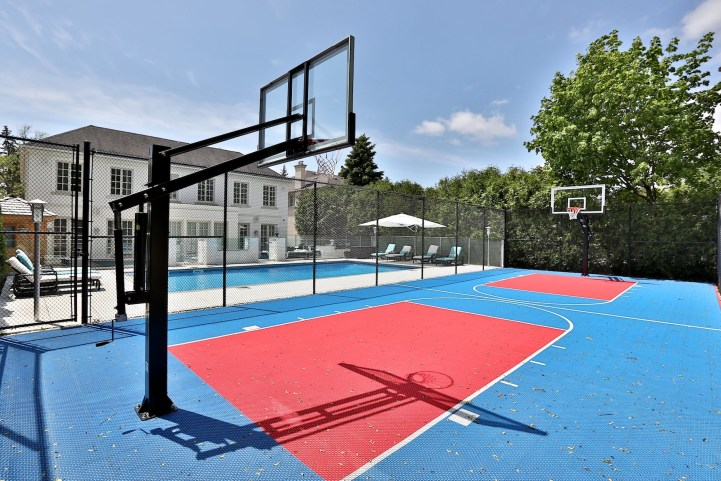 110 Arjay Crescent - Basketball Court