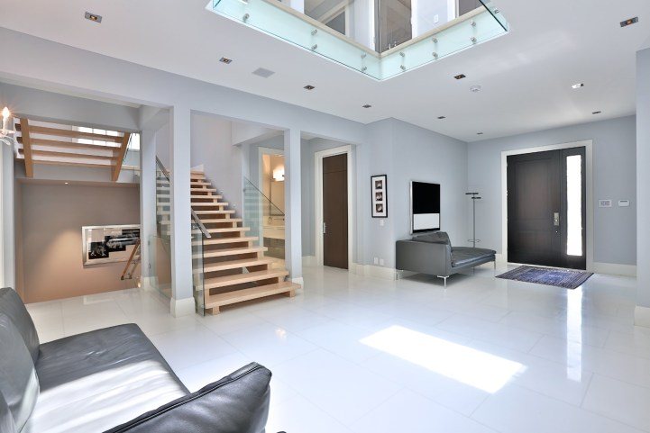 110 Arjay Crescent - Entry Foyer