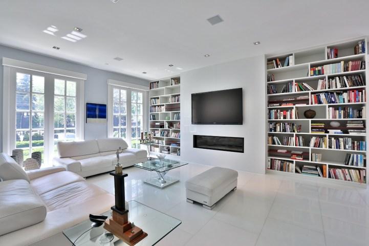 110 Arjay Crescent - Family Room