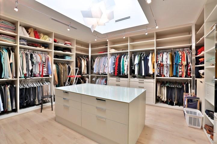 110 Arjay Crescent - Master Bedroom Walkin Closet