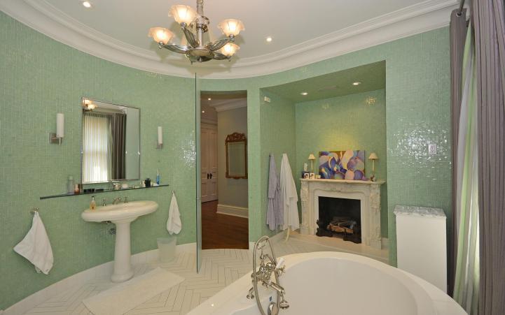 20 Elm Avenue - Master Bedroom Ensuite Tub