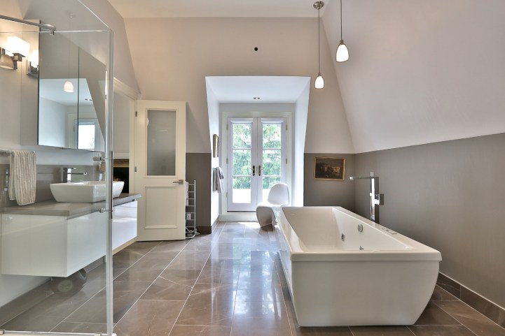 376 Russell Hill Road - Bathroom