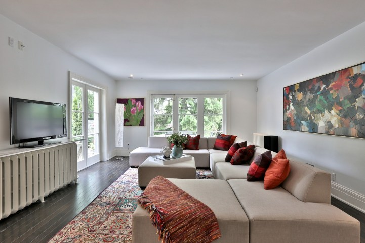 376 Russell Hill Road - Family Room