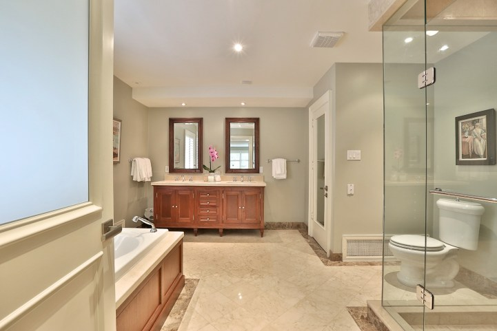 376 Russell Hill Road - Master Bedroom Ensuite