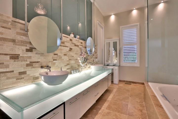 8 Forest Heights Blvd - Master Bedroom Ensuite Vanity
