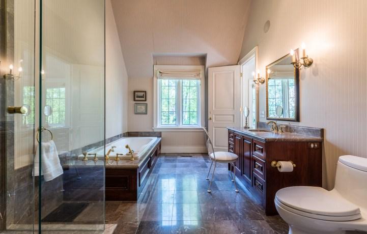 88 Wychwood Park - Master Bedroom Ensuite