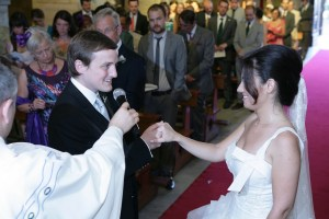 George and Mariacristina saying vows