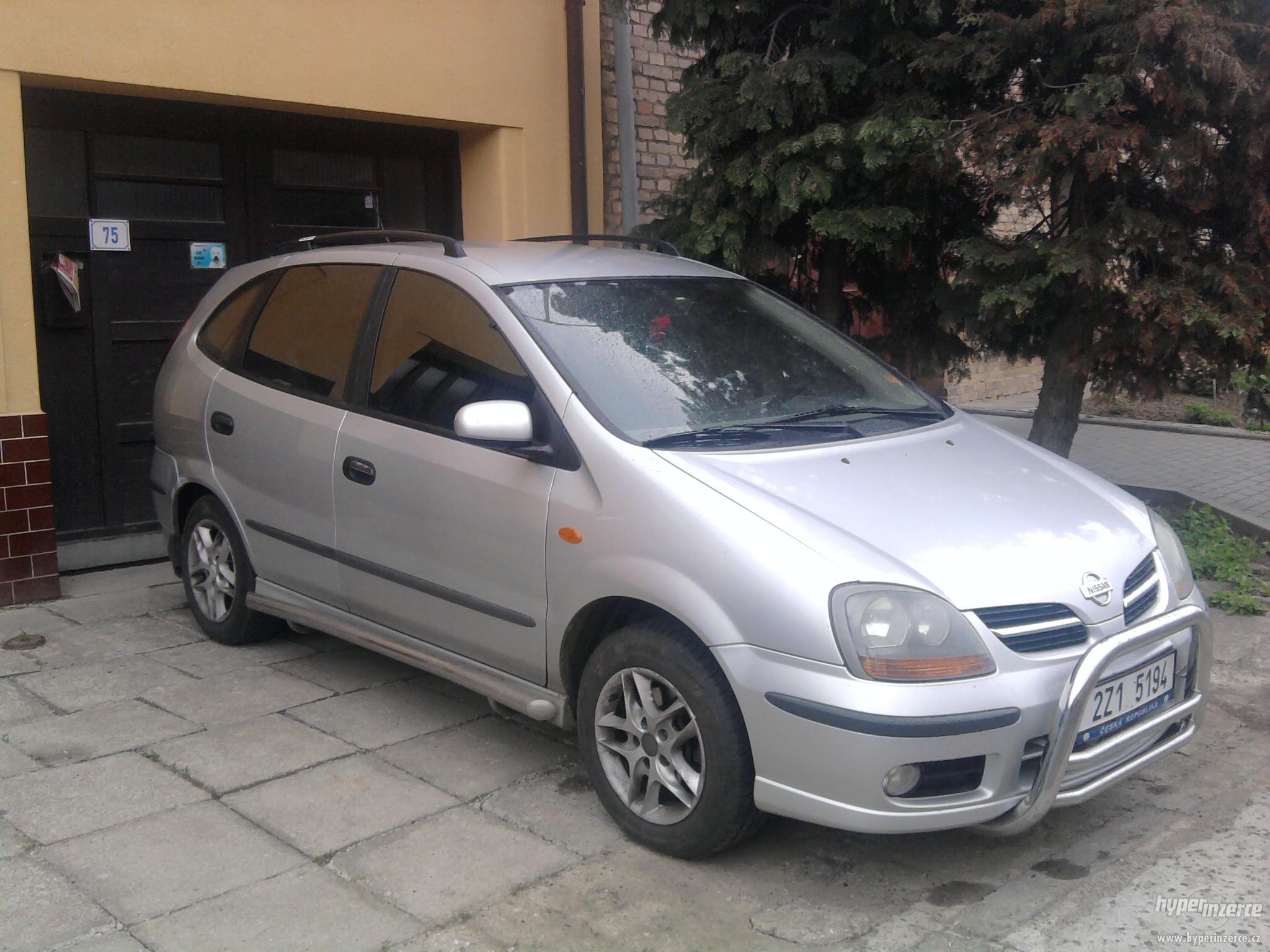 Nissan Almera Tino Image 3