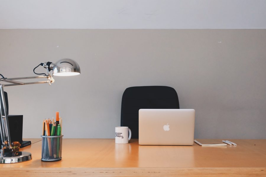 How to organize your desk at work
