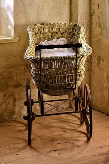 bassinet with wheels