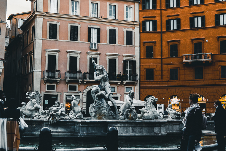 Plaza Novana Rome morning