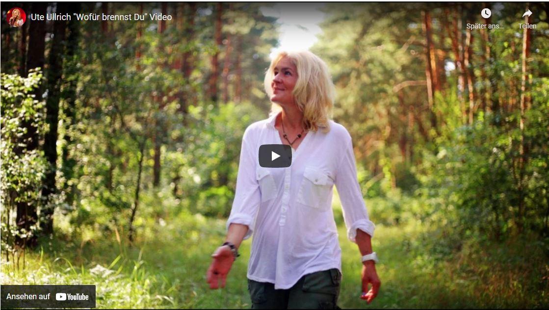 Ute Ullrich – Sängerin, Songwriterin und Speakerin Herzensfrau ♥ Ich liebe deine Lieder und Texte so so sehr! Täglich begleiten sie mich – immer wieder aufs Neue.