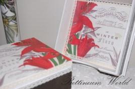 Serwetnik z czerwonym kwiatem