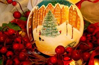 """Bombka szklana malowana ręcznie """"Świąteczny rynek"""""""