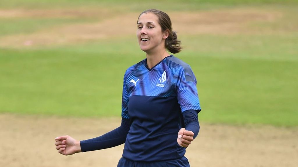 Jenny Gunn four-for, Bess Heath 58* as Northern Diamonds book spot place at Finals Day