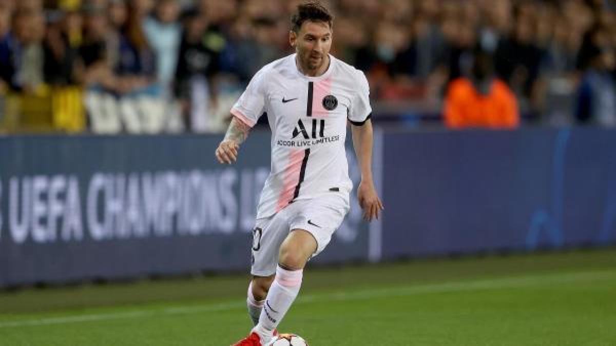 Messi_champslge_2021_whitekit.jpg