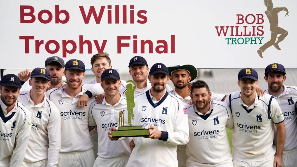 Warwickshire claim Bob Willis crown as Mark Robinson achieves dream county return