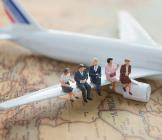 What's the Benefits of Using a Travel Agent vs. Booking Online?
