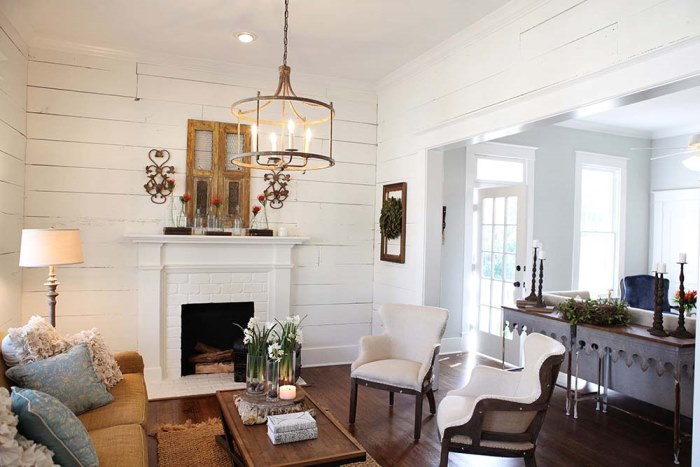 Chip And Joanna Gaines Of Magnolia Homes Make Over A Waco