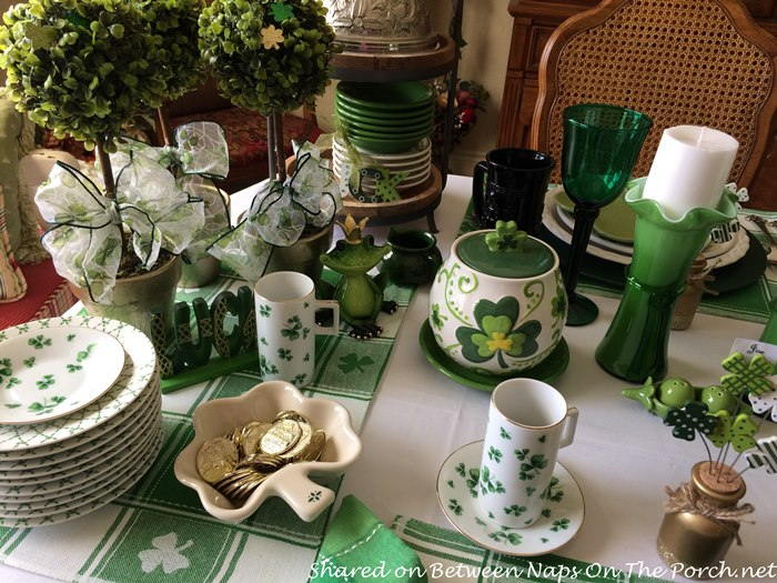 A Festive St Patricks Day Table Setting