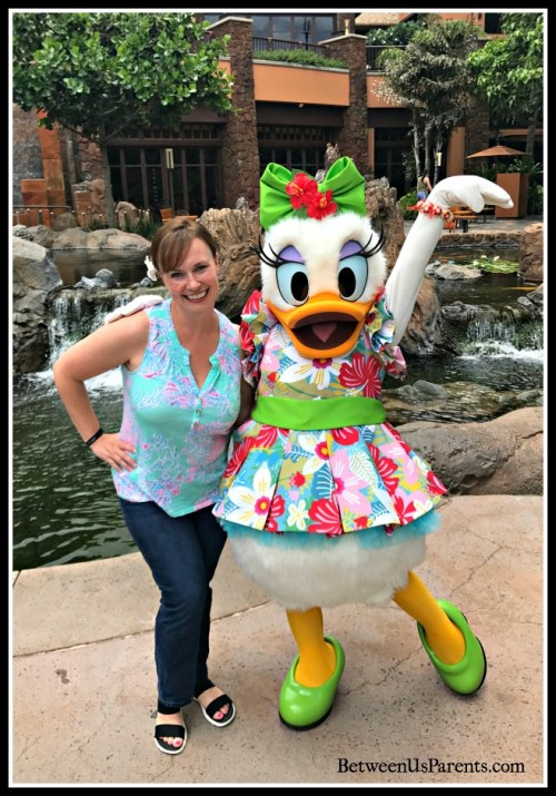 What you need to know about meeting characters at Aulani, including the lovely Daisy Duck. The system works a bit differently than it does at the Disney Parks.