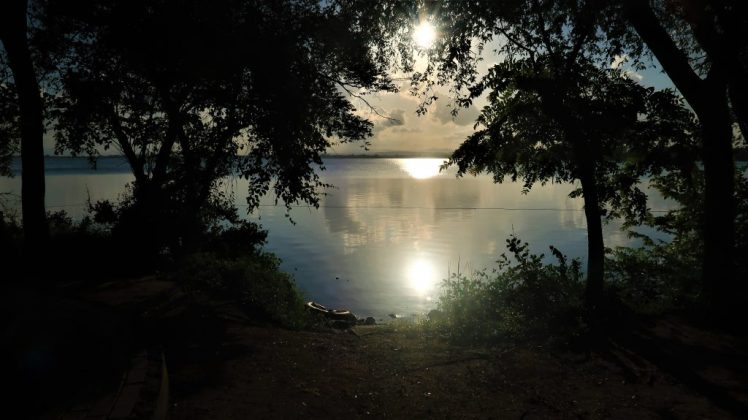 Things to know before travelling to Sri Lanka - the sun setting over a lake