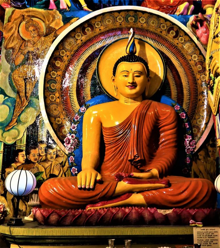 Things to know before you go to Sri Lanka - Buddhist statues are located around the island