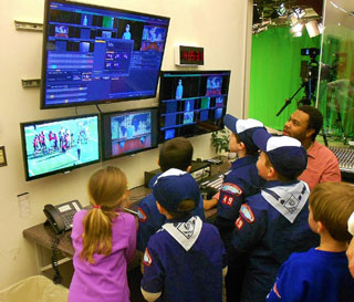 Robert Dokes shares green screen secrets with local cub scouts