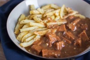 veganistisch stoofvlees met frietjes