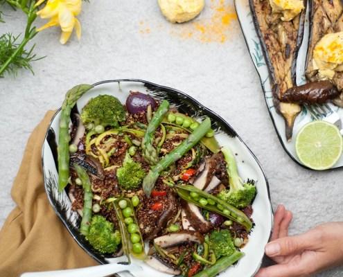 recept veganistische maaltijdsalade met quinoa en vegan zure room