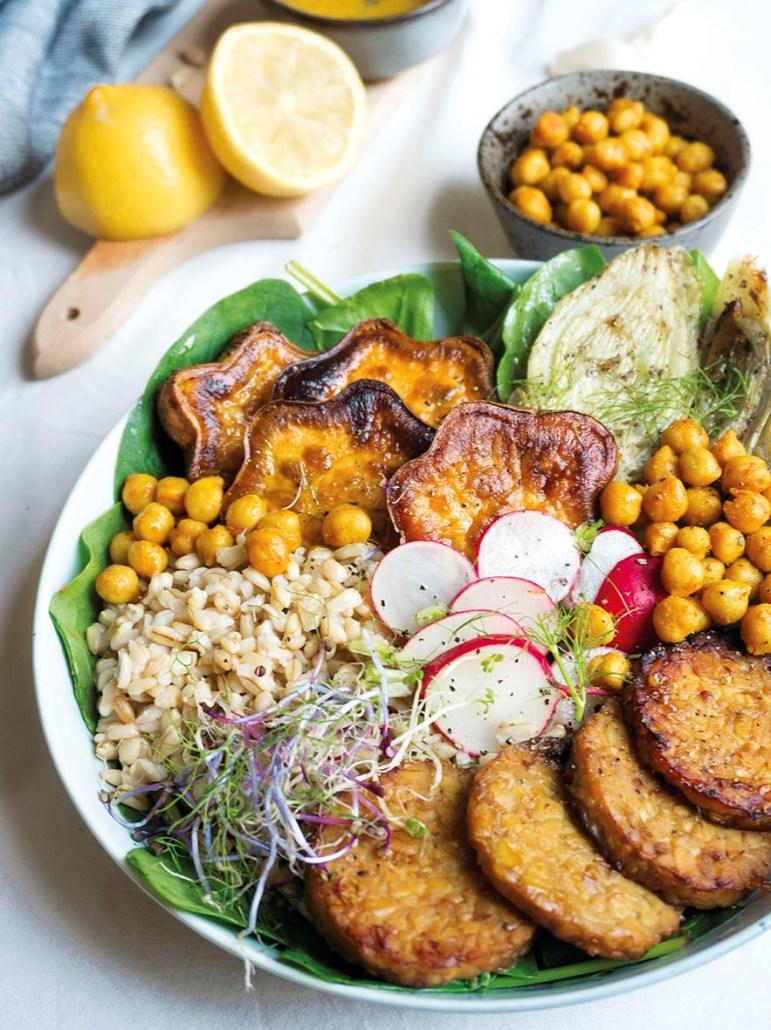recept vegan buddhabowl met kikkererwten, zoete aardappel en lupeh