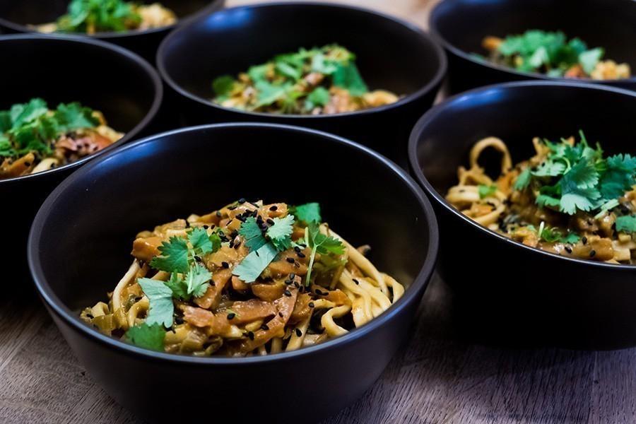 Vegan recept snelle wok met vegan kipstuckjes