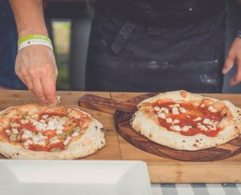pizza met veganistische kaas