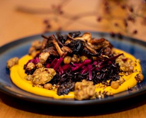 crème de potimarron, riz noir, chou rouge, champignons