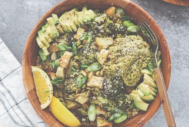 recette végétalienne bol quinoa brocolis pesto